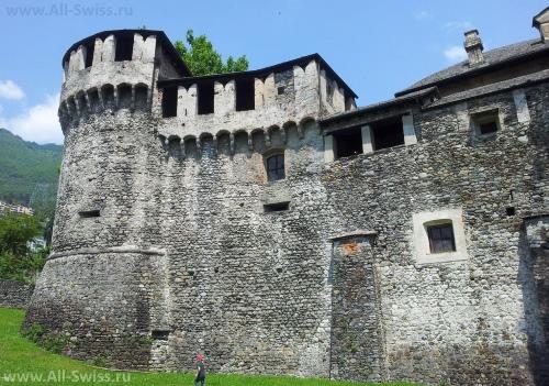 Замок Вайсконти в Локарно