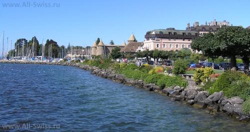 Красивый вид на набережную города Морж