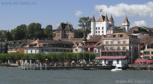 Вид на город Ньон со стороны Женевского озера