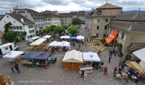 Центр Старого города Ньона – площадь Place du Chateau
