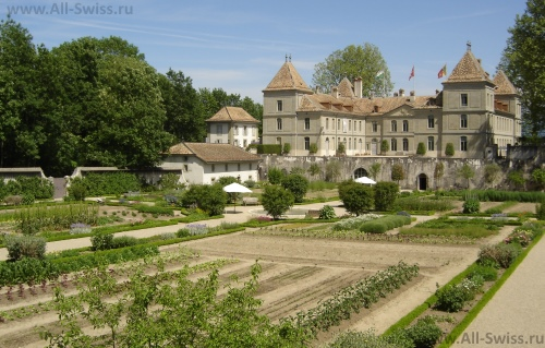 Замок Пранжен в окрестностях Ньона