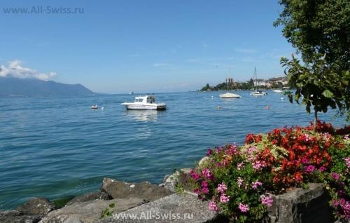 Женевское озеро в районе швейцарской ривьеры
