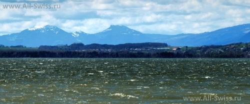 Живописное озеро Мюртен