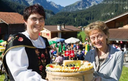 Праздничный торт в честь национального праздника Швейцарии